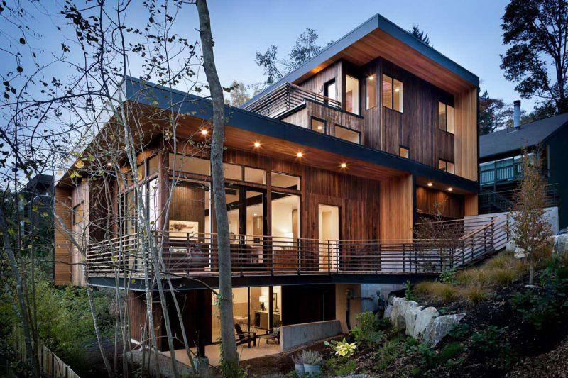 Фото дома на склоне